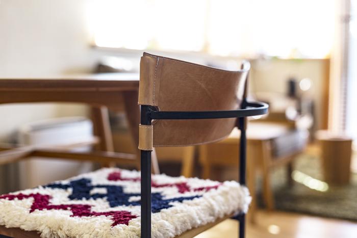 木・革・鉄のチェア+椅子敷き
