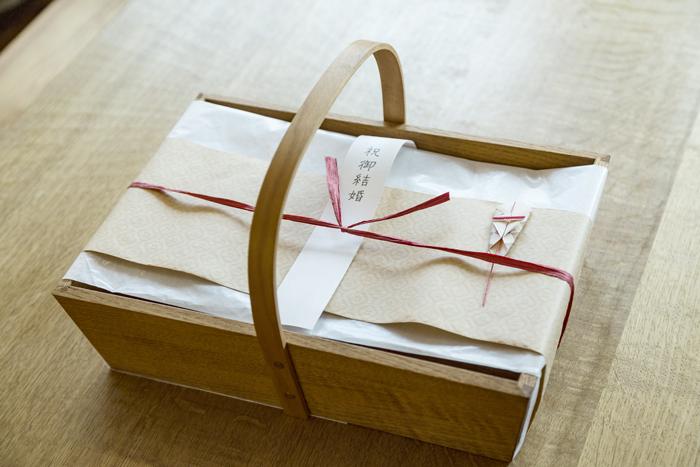 「栗の木のかご」結婚祝い用包装例